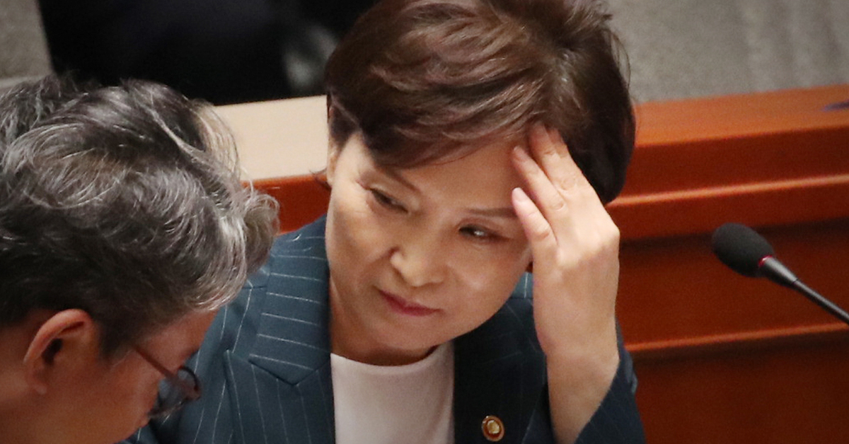 김현미 국토교통부 장관이 15일 국회에서 열린 예산결산특별위원회 전체회의에 참석해 있다. [연합뉴스]
