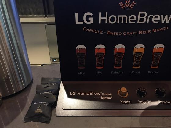 LG전자가 캡슐형 수제맥주 제조 디바이스 '홈브루'를 16일 국내 출시했다. 김영민 기자