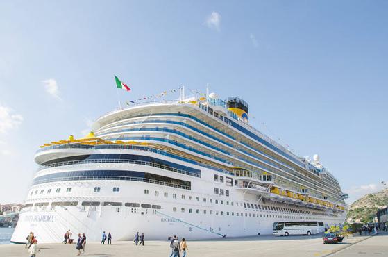 지중해 크루즈 여행은 유럽을 대표하는 선사 '코스타'의 최대 선박인 코스타 디아데마호를 이용한다. [사진 롯데관광]