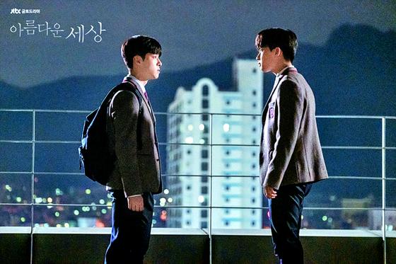 JTBC 드라마 '아름다운 세상'의 한 장면. 드라마는 학교폭력 가해 학생 부모가 학폭위 소집을 막으려 시도하고, 학교 측은 제대로 된 조사 없이 가벼운 징계를 내리는 장면을 통해 학폭위의 문제점을 조명했다. [사진 JTBC]