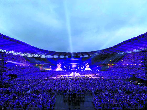 한·일 갈등 와중에 ... BTS 일본투어 21만 팬