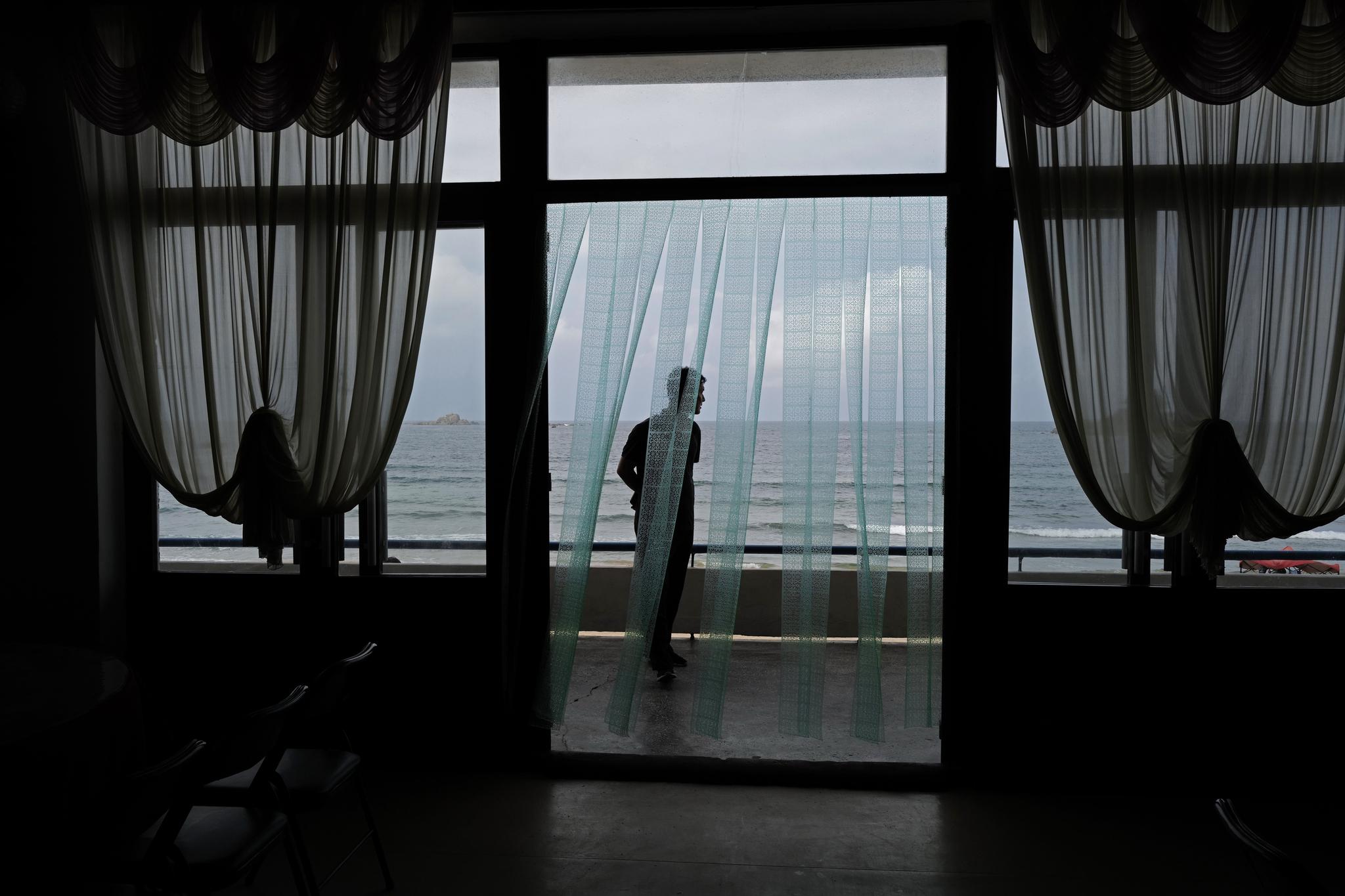 해수욕장의 식당 건물에서 바라본 시중호 해수욕장. [AP=연합뉴스]