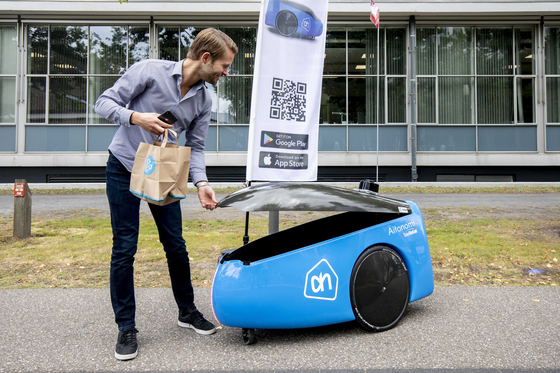 배달하는 쇼핑 로봇