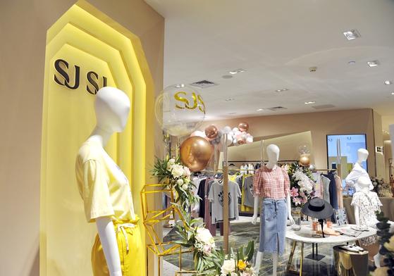 상하이 제일팔백반백화점에 오픈한 SJSJ 중국 1호점 전경. [사진 한섬]