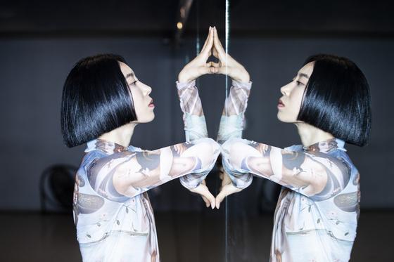 """리아 킴은 '팝핀을 오래 춰서 그런지 좀 딱딱한 느낌이 있다""""며 '트렌드에 뒤쳐지지 않기 위해 지금도 다양한 종류의 춤을 배우고 연습한다""""고 말했다. 권혁재 사진전문기자"""