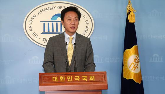 16일 오후 4시 25분쯤 정두언 전 의원이 서울 홍은동 야산에서 숨진 채 발견됐다. [중앙포토]