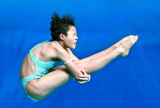 16일 세계수영선수권 다이빙 여자 10m 플랫폼에서 1위로 결선에 오른 중국 뤼웨이. [뉴시스]