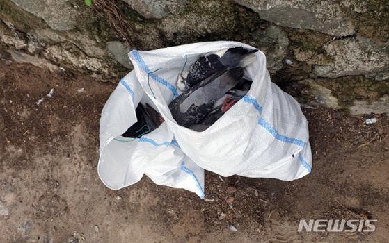 1일 오전 9시15분께 광주 동구 남광주 고가도로 밑 인도·천변 등지에서 비둘기 62마리가 집단 폐사한 채 발견됐다. [뉴시스]