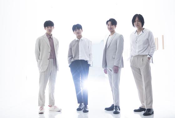 """JTBC '슈퍼밴드'에서 초대 우승을 차지한 호피폴라. 이들은 '흔치 않은 조합이어서 음악적으로 더 재미있는 시도를 많이 해볼 수 있을 것 같다""""고 말했다. 권혁재 사진전문기자"""