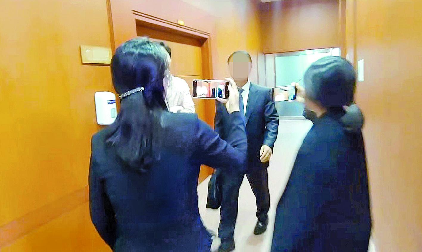 3급 비밀에 해당하는 한미정상 간 통화내용을 자유한국당 강효상 의원에게 유출한 의혹을 받는 주미 한국대사관 참사관 K씨. [사진 연합뉴스 TV]