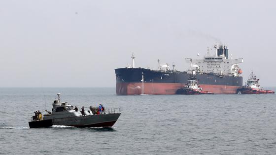 이란 석유 밀수 외국 유조선 억류…호르무즈해협 또 긴장