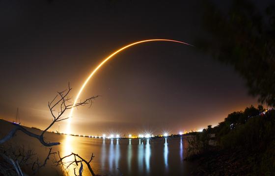 지난 1월 미국 플로리다 케네디우주센터에서 이스라엘의 민간 달탐사선 베레시트를 실은 우주로켓 스페이스XT가 발사되고 있다. [AP=연합뉴스]