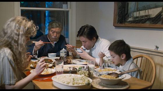 주인공이 아들부부와 함께 살게 되면서 겪게 되는 갈등을 다룬 영화 '쿵후선생'의 한 장면. [사진 영화 쿵후선생 스틸]