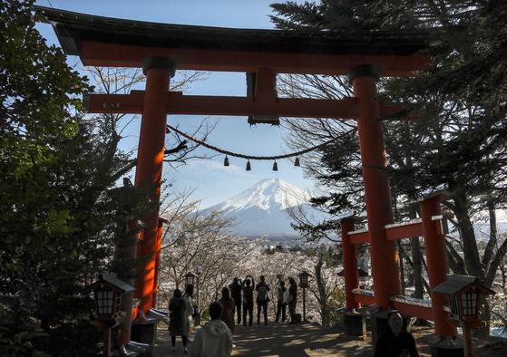 일본여행 한국인, 5년만에 첫 감소…전체 방일객은 역대 최대