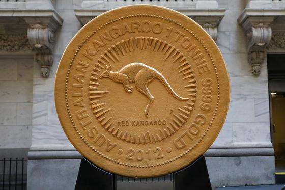 [서소문사진관] 무게만 1톤, 세계서 가장 큰 금화 가격은 얼마?