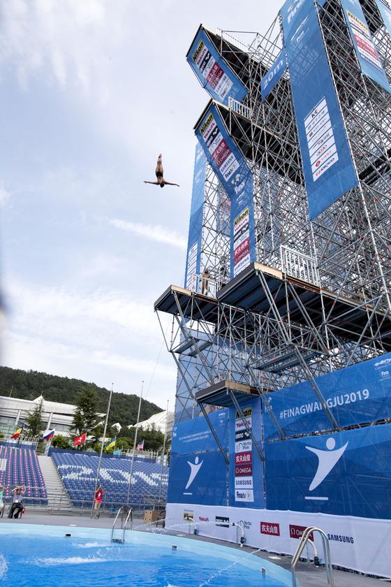 남자 플랫폼의 높이는 27m, 여자는 20m다. 밑에는 지름 17m의 수조가 마련돼 있다. 프리랜서 오종찬