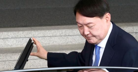 점심 때 정두언 조문하고 간 윤석열…서울대·최순실로 인연