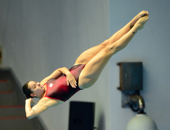 캐나다의 파멜라 웨어가 18일 광주 남부대수영장에서 열린 세계수영선수권대회 다이빙 여자 3m 스프링보드 예선에서 연기를 선보이고 있다. 기사 내용과 관련 없음. [뉴스1]
