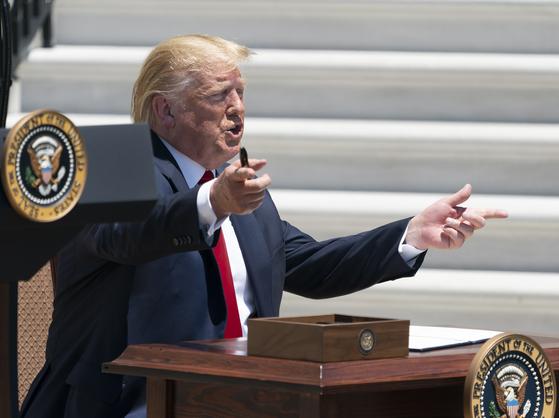 트럼프 탄핵안 압도적 부결…의기양양 트럼프, 불화 노출 민주당