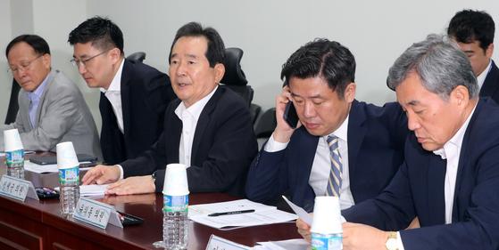 18일 서울 여의도 국회 의원회관에서 열린 제26차 한미일 의원회의 대표단 회의 에서 정세균 의원이 회의를 주재하고 있다. [뉴스1]