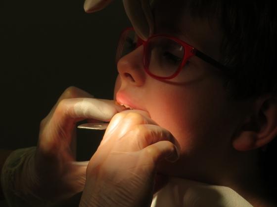 치과에서는 현재 아이의 구강 상태, 치료 결정을 위해 꼭 알아야 할 것을 충분히 설명한 뒤, 결정한 방향성을 존중하고 적극적으로 소통하면서 진료를 해야한다. [사진 pxhere]
