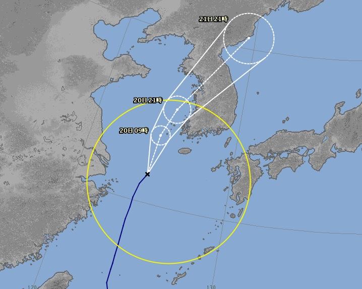 한반도로 접근하고 있는 태풍 다나스가 서해로 계속 북상할 가능성도 있다. 일본 기상청은 19일 오후 9시 기준으로 태풍 다나스가 서해로 북상해 전북 군산이나 경기도 서해안으로 상륙할 가능성이 있는 것으로 예보하고 있다. 이 경우 서울 등 수도권과 충청 지역도 태풍의 영향권에 들어 피해가 발생할 우려가 있다.