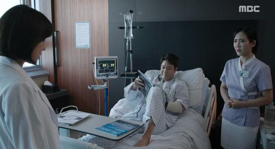 2017년 방송됐던 드라마 '병원선'에서도 간호사의 복장 등이 논란이 돼 제작진이 공식 사과했다. [사진 MBC 드라마 병원선 캡처]