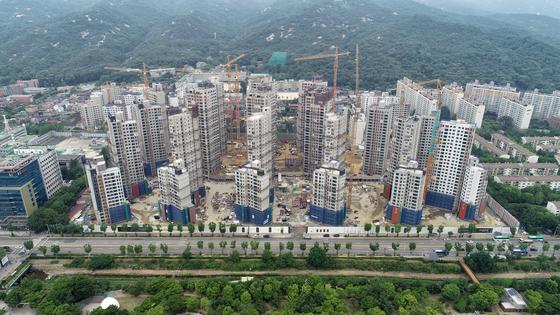 과천 주공1단지 재건축 단지는 후분양으로 주택도시보증공사 분양가 규제를 피해 주변 새 아파트 시세 수준에 분양가를 정할 계획이다.