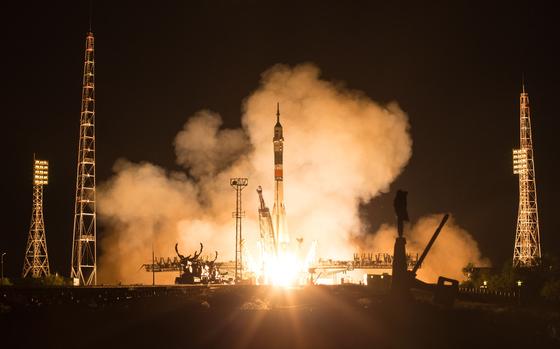 지난 20일(현지시간) 미국,러시아,이탈리아 우주인을 태운 소유즈 로켓이 발사되고 있다.[AFP=연합뉴스]