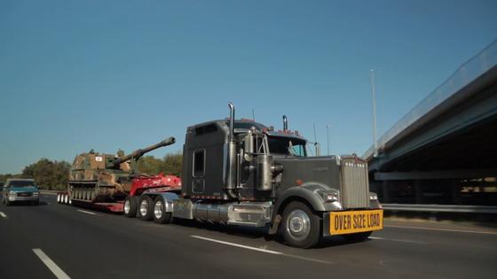 2017년 한국에서 개발한 K9 자주포가 미국 방산 전시회 'AUSA 2017' 에 참가하기 위해 미국 버지니아주 볼티모어항에서 트레일러편을 통해 고속도로로 워싱턴DC로 이동하고 있다.