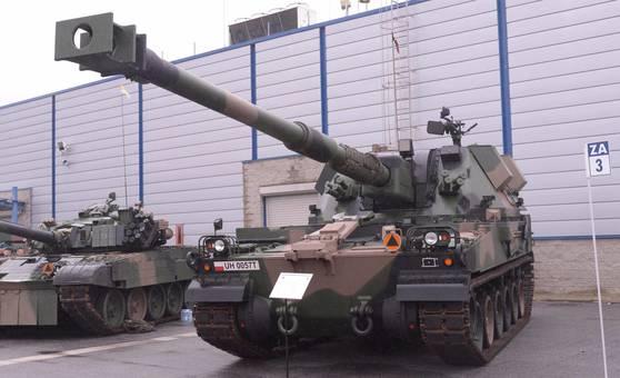 폴란드 키엘체에서 개막한 2017 국제 방위산업전시회(MSPO) 행사장에 전시된 k-9 자주포. 폴란드는 2014년 러시아의 우크라이나 침공을 계기로 K9자주포를 선택했다.[중앙포토]