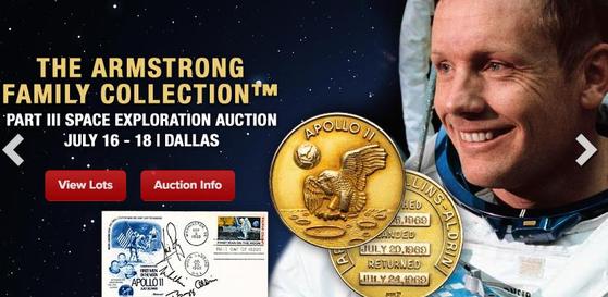 인류 최초로 달에 착륙한 닐 암스트롱이 아폴로 11호 달 탐사 임무 때 소지하고 있던 골드메달이 경매에 부쳐져 205만 달러(약 24억 원)에 낙찰됐다. 암스트롱은 생전 자신의 사인이며 머리카락 등이 경매에 부쳐지는 것을 극도로 싫어했다. [연합뉴스]