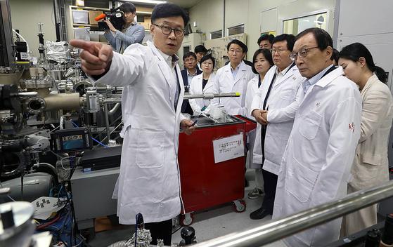 일본 소재 수출 제한 장기화 조짐… 업계 앞으로 100일이 고비