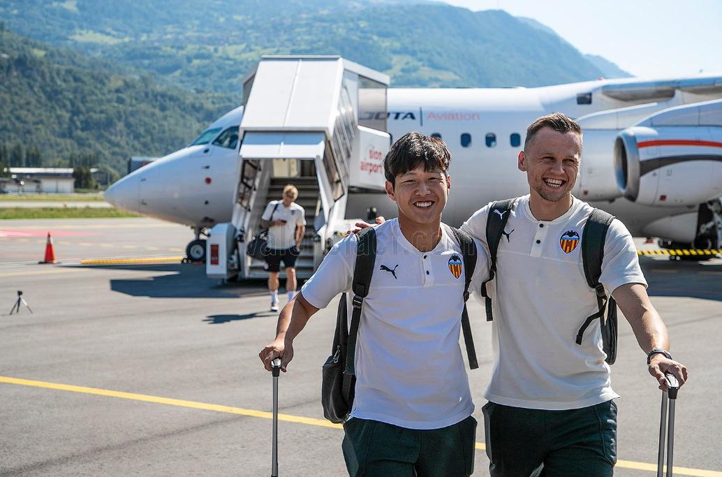 스페인 프로축구 발렌시아 미드필더 이강인(왼쪽). [사진 발렌시아 트위터]
