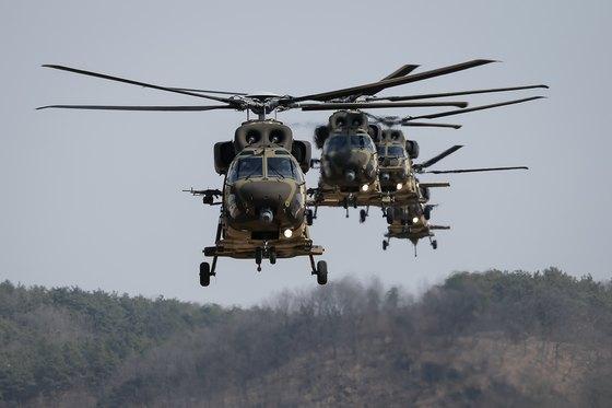 육군 2작전사령부에서 열린 기동예비전력 전개 훈련에서 수리온(KUH-1) 항공기가 편대비행을 하고 있다. [뉴스1]