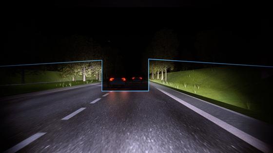 볼보자동차의 액티브하이빔컨트롤러. 앞차나 맞은편 차선의 차량을 피해서 상향등을 비춘다. 다른 운전자에게 의도적으로 '눈뽕'을 날리려는 운전자는 싫어할 수 있는 기능이다. [사진 볼보자동차]