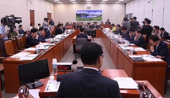 [속보] 국회 외교통일위 日 수출규제 철회 촉구 결의안 채택