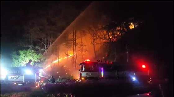 지난 5월 3일 오후 10시58분 강원도 양구군 양구읍 공수리 야산에서 발생한 산불. [사진 강원지방경찰청]