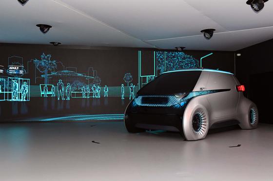 현대모비스가 지난 1월 미국 라스베가스에서 공개한 미래차 컨셉 '엠비전'의 모습. 사이드미러 자리에 카메라 센서가 달려있다. [사진 현대모비스]