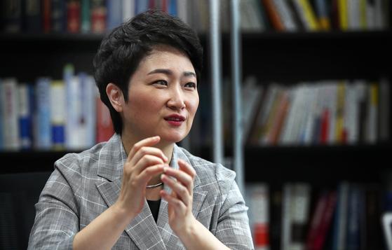 무소속 이언주 의원이 23일 국회 의원회관에서 향후 의정활동에 대해 발언하고 있다. 오종택 기자