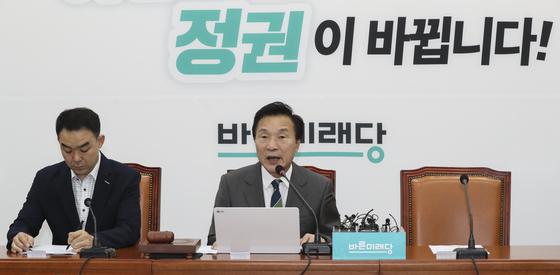 24일 국회에서 열린 바른미래당 최고위원회의에서 오신환 원내대표가 불참한 가운데 손학규 대표가 발언하고 있다. 임현동 기자