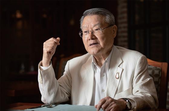 라 교수는 미국이 중재의 대가를 한국에 요구할 수 있다고 봤다.