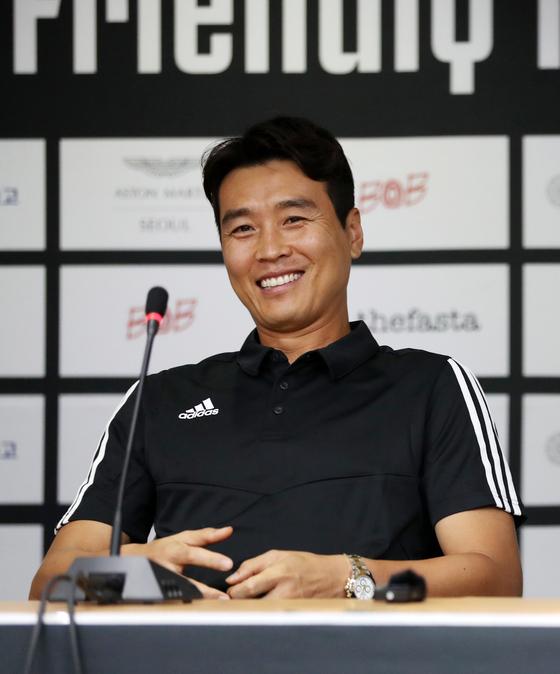 팀 K리그 대표로 유벤투스전 공식 기자회견에 나선 이동국이 활짝 웃고 있다. [뉴스1]