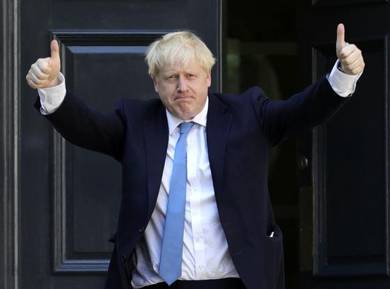 24일(현지시간) 제77대 영국 총리로 취임을 앞둔 보리스 존슨 전 외무장관. [AP=연합뉴스]