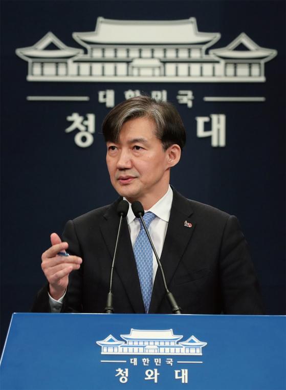 조국 민정수석이 차기 법무부 장관 후보로 유력하게 거론되면서 그의 2022년 대선 차출론도 고개를 들고 있다.