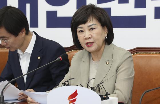 김순례 최고위원(오른쪽)이 25일 오전 국회에서 열린 최고위원회의에서 발언하고 있다. 임현동 기자