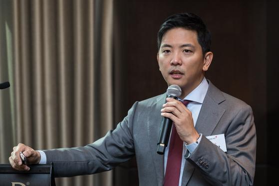 박세창 아시아나IDT 대표이사가 지난해 11월 5일 서울 여의도 콘래드호텔에서 열린 유가증권시장 상장 기업공개(IPO) 기자간담회에서 기업설명을 하고 있다. [뉴스1]