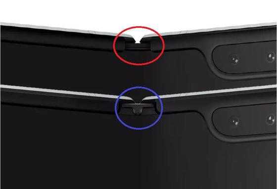 수정된 갤럭시 폴드에는 기존 제품(빨간색 원)과 달리 힌지 부분에 보호캡(파란색 원)을 덮씌웠다. [사진 더버지]