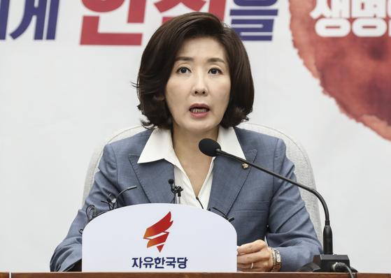 나경원 자유한국당 원내대표가 26일 국회에서 열린 원내대책회의에서 발언하고 있다. 임현동 기자