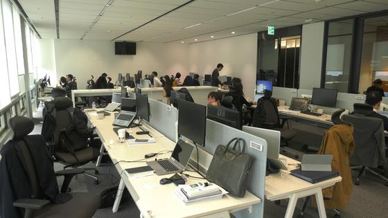 서울 종로구 청진동 SK E&S 사무실 전경. 공유오피스 형태로 누구나 원하는 자리에 앉을 수 있다. [중앙포토]